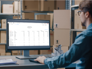 What makes Zoho Inventory's inventory tracking system stand out?